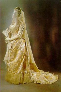 1878 wedding dress.jpg (32904 bytes)